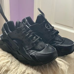 AUTHENTIC NIKE's huaraches